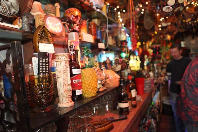 tiki-style-home-bar